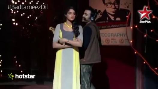 Videogram: Badtameez Dil: Watch Abeer perform to Naram Naram