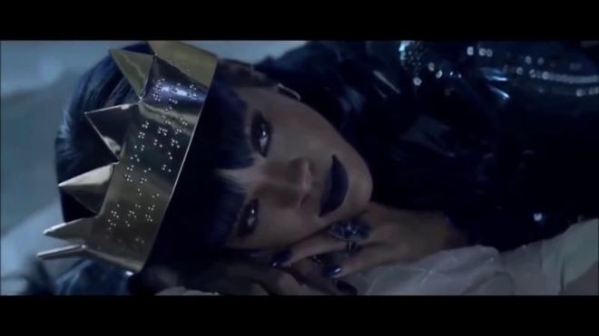 Videogram: Rihanna - Love On The Brain